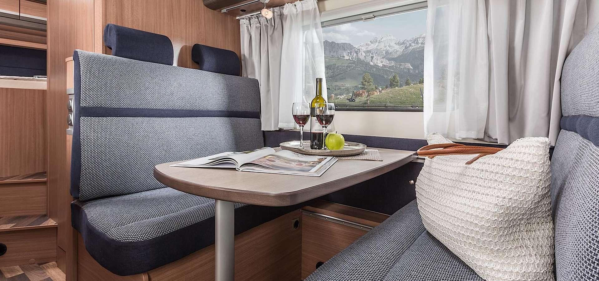 die Mittelsitzgruppe kann zu einem Doppelbett umgebaut werden